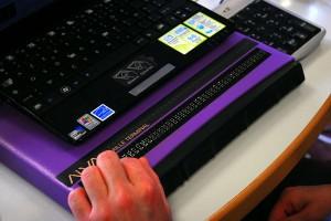 800px Plage braille1 300x200 - Accessibilité et e-commerce : Reprenons tout à zéro