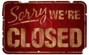 225208 aged sorry we re closed sign 300x187 - Taxe Amazon : Pourquoi les librairies n'ont rien gagné à ce combat contre le e-commerce ?