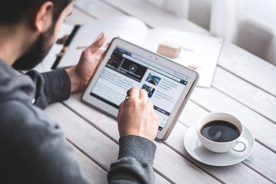 man 791049 960 720 - La création du blog : l'autre façon de booster votre site e-commerce